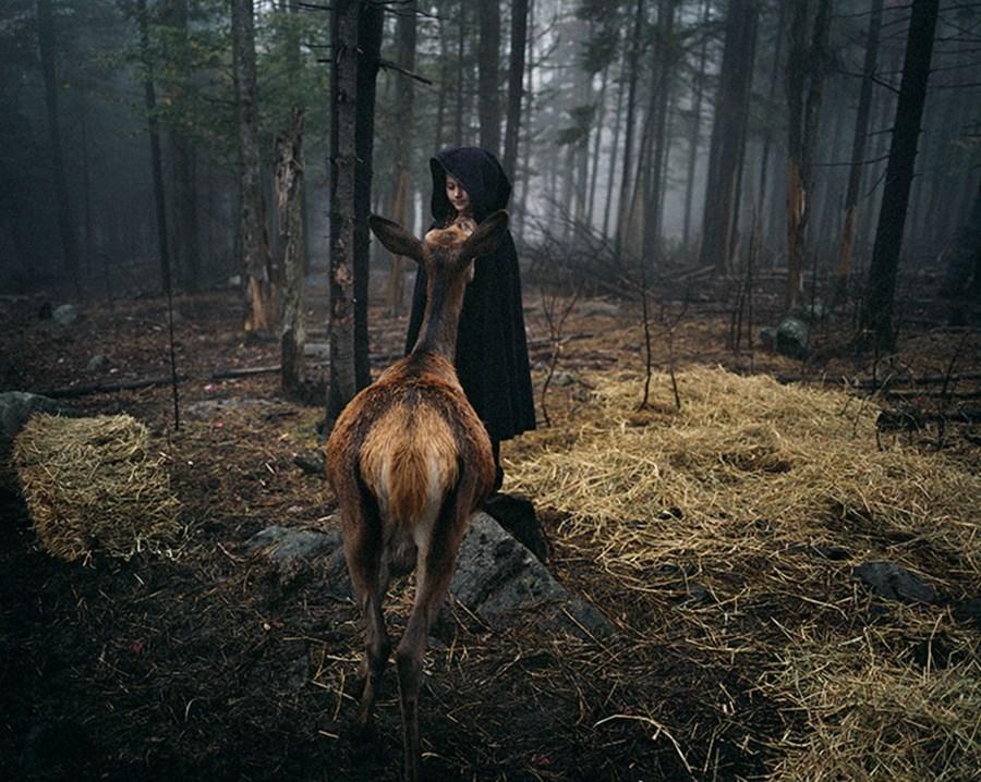 Vahşi hayvanlarla birlikte büyüyen kız galerisi resim 1