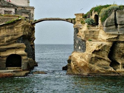 Akdeniz'de Lanetli Ada galerisi resim 1