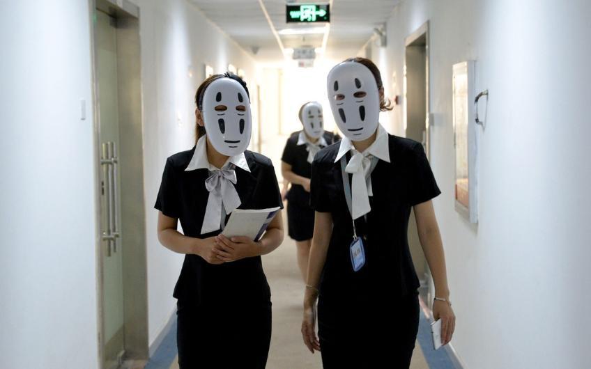 Haftanın bir günü maskeyle çalışıyorlar galerisi resim 1