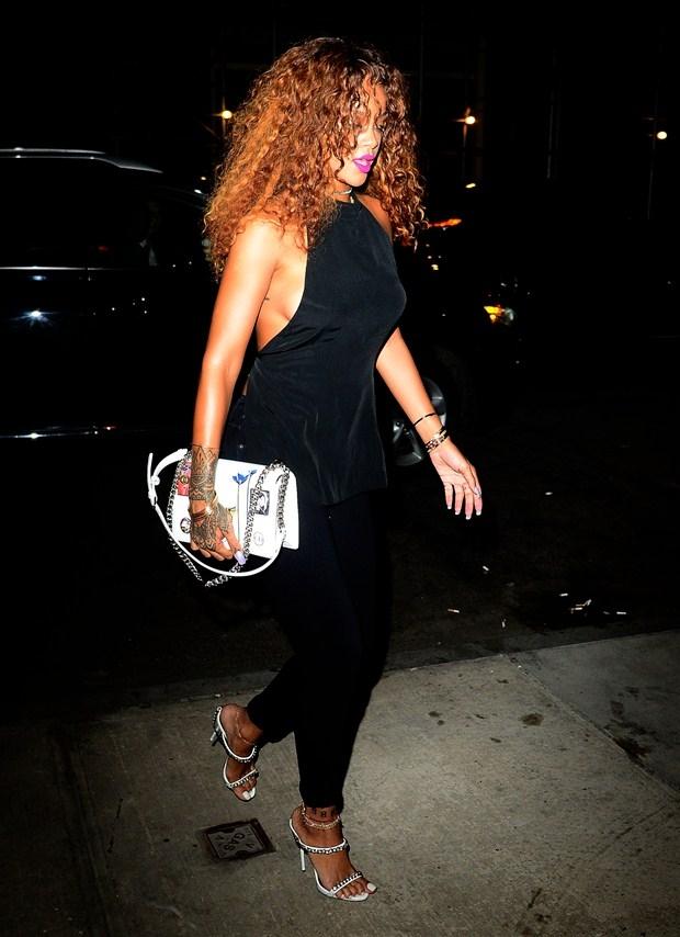 Rihanna nefes kesti galerisi resim 1