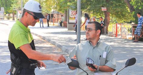 POLİSTEN KASK OPERASYONU
