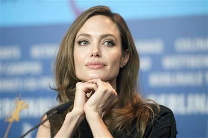 Angelina Jolie kızlar için okul açtı