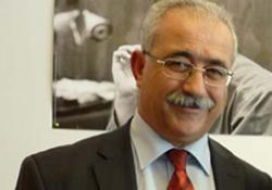İZCAN, TC LEFKOŞA BÜYÜKELÇİSİ AKÇA'YI ELEŞTİRDİ