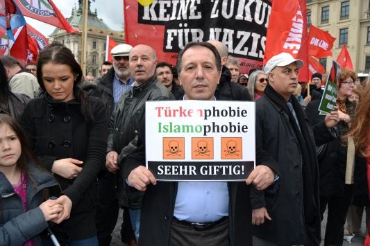 ALMANLAR VE TÜRKLER IRKÇILIĞI PROTESTO ETTİ