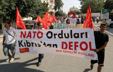 ASKERİ MÜDAHALEDEYE PROTESTO