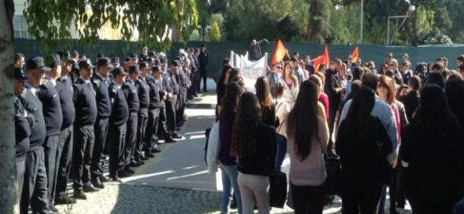 """GÖÇ YASASI""NA KARŞI MECLİS ÖNÜNDE EYLEM"