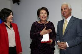 FATMA AZGIN'A 40 YILLIK HİZMETİNDEN DOLAYI HİZMET ONUR ÖDÜLÜ VERİLDİ