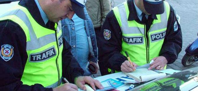 POLİS ARAÇTA ARAMA YAPTI, SONUCU KARAKOLDA BİTTİ