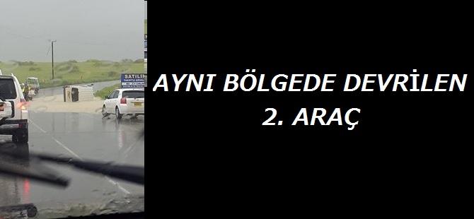 AYNI YOL ÜZERİNDE İKİ ARAÇ DEVRİLDİ!