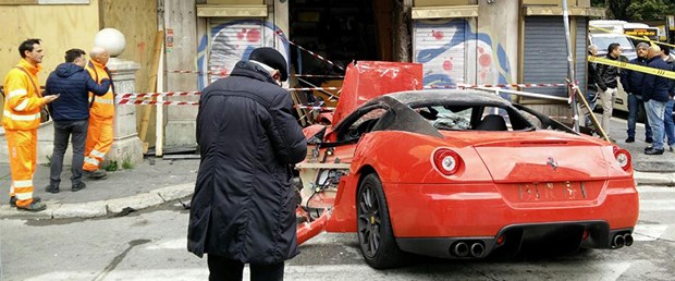 1 milyonluk Ferrari'yi park etmek isterken...