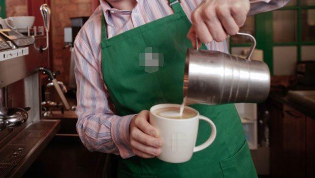 Kurnaz müşteri bedava kahve içmenin yolunu buldu