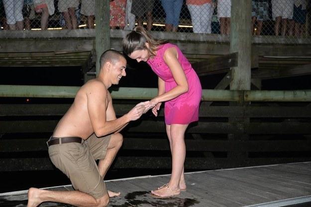 Evlilik teklifi 'suya' düştü