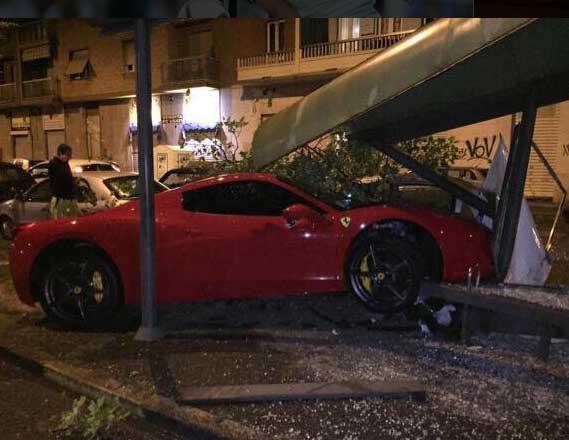 Yıldız Futbolcu Ferrari ile ölümden döndü