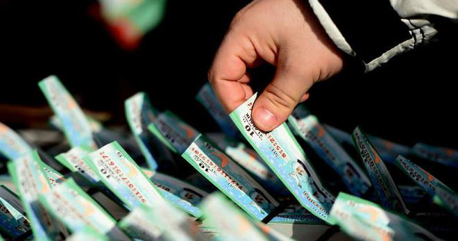 20 yıl önce piyango bileti satmak için gelmişti, şimdi milyoner oldu