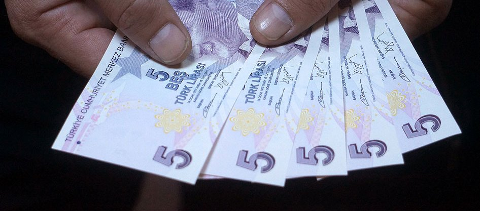 YENİ MOR RENKLİ 5 TL BANKNOTLAR CUMA GÜNÜ KKTC PİYASASINDA!