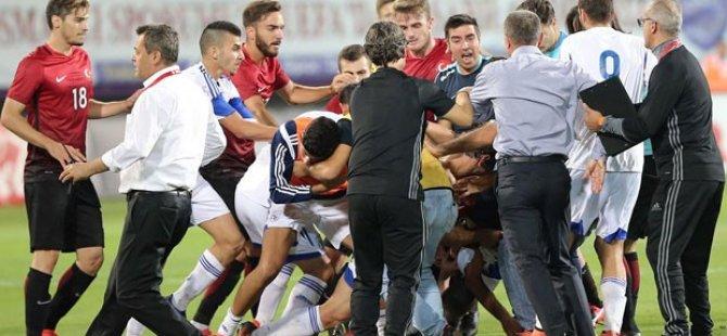 TÜRKİYE-G.KIBRIS MAÇINDA SAHA KARIŞTI!