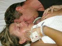 Ebeveynleri Cansız Bebeklerinin Elini Asla Bırakmadı...