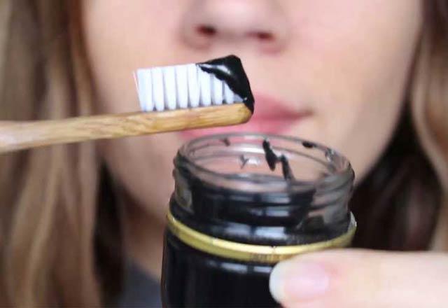 dislerdeki-kahve-ve-sigara-lekelerini-yok-eden-karisim-tarifi-11594503.jpeg