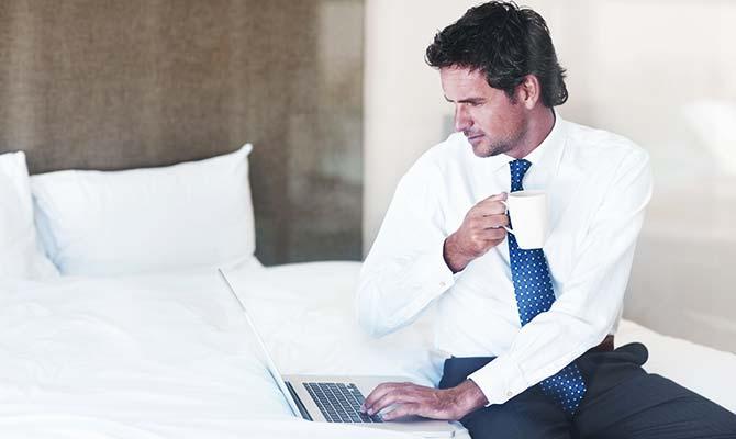 laptop-yatak-erkek-kahve-internet-400.jpg