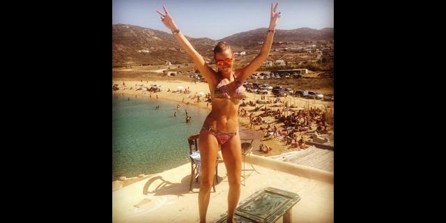 serenay-bikini-poz_640.jpg
