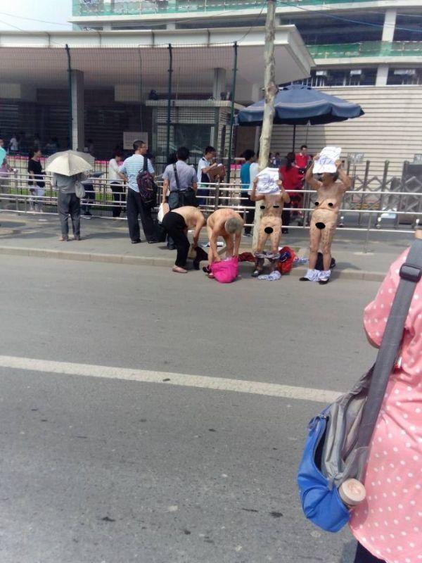 yasli-kadinlardan-ciplak-protesto-724612.jpg